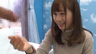 【マジックミラー号】「ごめんなさい…」ナオコちゃんの手コキだけで我慢できずに大量のザーメンを発射してしまった早漏君w(星空もあ)
