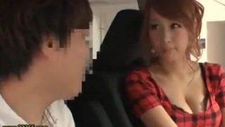 【長谷川リホ.河瀬リナ】目の前に止まった車の助手席にいる、すまし顔した女の胸があまりにも大きくて…