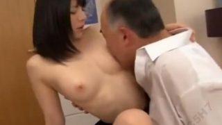 【上原亜衣】精液とSEXが大好きな制服娘がハゲじじいの濃い精液をゴクゴク飲みまくる!