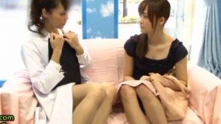 【マジックミラー号】清楚な女子大生がベテランAV女優のミュウとレズプレイ!<企画/素人>