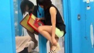 【MM号】パンツが見えそうなスカートから伸びる美脚がエロい予備校生!(白咲碧).