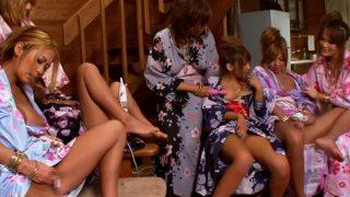 【乱交】巨乳がハミ出る浴衣ギャルたちが南国リゾートでオナニー大会!③-2