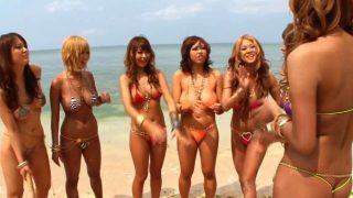 【乱交】巨乳がハミ出る極小ビキニを着たギャルたちが南国ビーチで大乱交!①-1