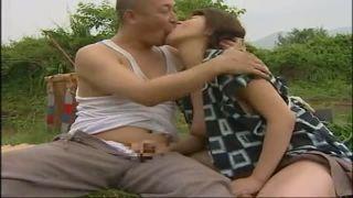 【ヘンリー塚本】アレを我慢出来ない女房の青姦とモンペwww(早坂めぐ).