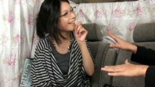 【素人】ナンパした眼鏡美人な人妻にHなお願いを聞いてもらう企画Vol.64.