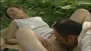 【ヘンリー塚本】ママチャリに乗ってやってきた熟女が青姦www(夏海エリカ).