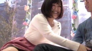 【マジックミラー号】男友達のチ○ポを嬉しそうに触っちゃう巨乳女子大生!(ももか)