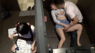 【企画】狭いネカフェの個室空間で若者たちが思いのままに性欲を発散させていくカップルを盗撮www・