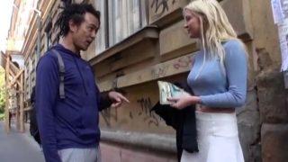 【外国人】街で金髪美女に「セックスさせてくれ!」と頼んだら「いいわよ!」とそのまま中出しSEXさせてくれた!.