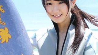 〔素人〕元アキバ系グループにいた誰かさんに似てるサーファー女子とヤリまくる!