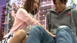 〔MM号〕『ちょっと固くな~い?』イケメンの友達チ○ポに触れて嬉しそうな女子大生!