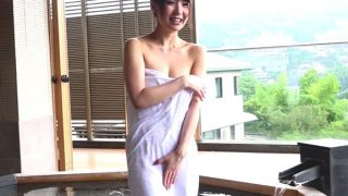 〔人妻〕東京都在住の若妻セレブが90cmのGカップの揺らす激エロSEX!