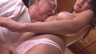 〔若菜奈央〕人気キャバ嬢だった若妻が要介護の義父と肉体関係を持つ!