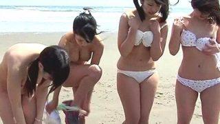 【企画】砂浜を全力ダッシュ…捕まればレズ制裁!逃げ切っても近親相姦!