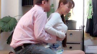 服の上からでも分かるFカップ巨乳な中野区在住の人妻32歳!〔盗撮〕