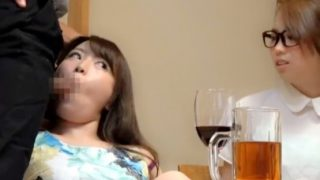 〔盗撮〕居酒屋店内でカワイイ素人娘にこっそりフェラチオさせた!