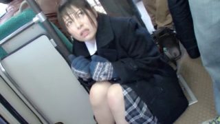 満員バスでコートに身を包んだ女○校生を狙う痴漢師!!〔企画〕