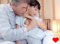 【浜崎真緒】老人介護ホームヘルパーで働く巨乳娘が濃厚な老人のテクニックに…!