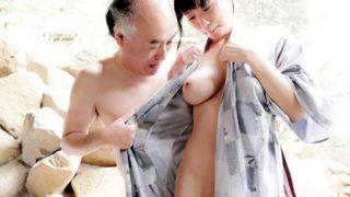〔桐谷まつり〕露天風呂で会ったばかりのオジさんにねっとり舐められSEX!