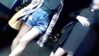 終電難民で有名な山手線大崎駅でほろ酔いOLに声を掛けまくる!〔盗撮〕
