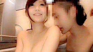 〔石原莉奈〕S級AV女優が一般男性の汚いアパートにお邪魔して風呂でフェラ!