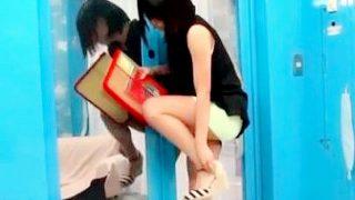 〔マジックミラー号〕タイトのミニスカートがエロい専門学生が「声ガマンゲーム」に挑戦!