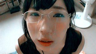 〔素人〕美少女のフェラが気持ちいい♥メガネ女子の可愛いお顔にドピュッと大量ザーメン発射❗