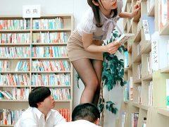 〔伊東ちなみ〕やたらとエロい格好で生徒の勃起を誘う新米教師!