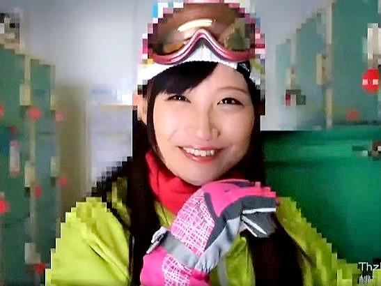 ▼素人▼スキー場でナンパした激カワ娘♡Hにも興味津々なエロい女の子だった‼