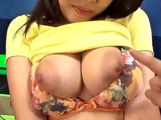 〔浜崎真緒〕おっぱい超でっけぇ~♥フェラが得意な優しい爆乳保母さんが癒してくれた❤