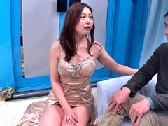 〔MM号〕佐々木あきがナンパ待ちをして声を掛けてきた素人男性と即乗車エッチ!