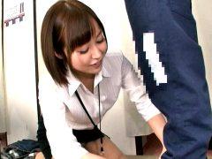 〔企画〕「お客様…困ります」試着室で裾上げ中の美人店員のパンチラに思わずフル勃起!〔篠田ゆう〕
