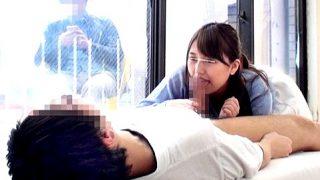 〔企画〕窓の外に彼氏がいるのに彼友の未使用チ○ポをフェラする巨乳娘!〔里美まゆ〕