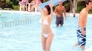 〔鬼畜〕巨大リゾートプール水中痴漢❗無邪気に遊ぶ可愛いビキニ娘がレ○プされる❗
