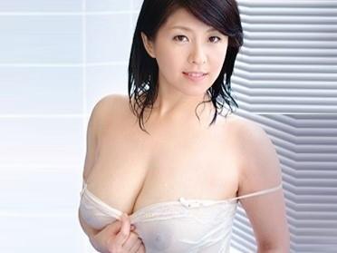 〔人妻〕ムチムチ爆乳の熟女妻♥丸裸になった素顔のアラフォー美女が見せるリアルSEX❗