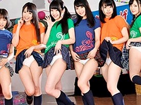 〔JK〕オトナの文化祭で女子校生たちが大はしゃぎ♥動くたびにスカートがヒラヒラでパンチラ❗