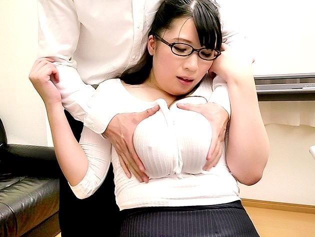 ▼着衣▼おっぱい超デッケェ~♡むっちりメガネ美女の爆乳を揉み倒す‼