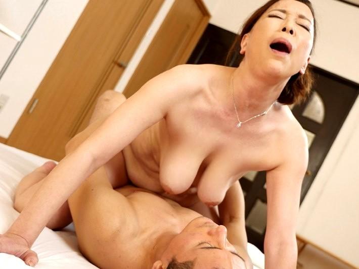 垂れ乳の熟女と濃厚セックス‼★★青井マリ(あおいまり)★★