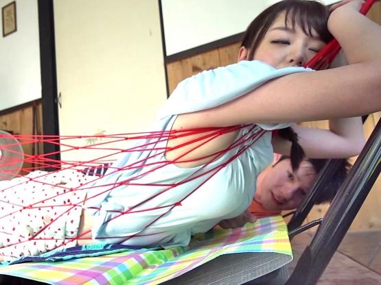 〔企画〕おっぱい超でっけえ~♥買ったばかりのハンモックで寝ていた姉ちゃんの巨乳がトコロテン状態❗