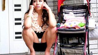 〔松本メイ〕隣りに住む爆乳ヤンママは痴女ビッチ♥陰湿な視姦目線で他人棒を欲しがり男たちを誘惑❗