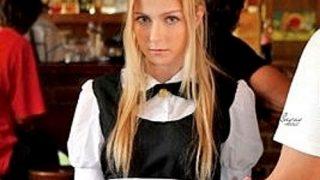 〔金髪〕超カワイイ外国人カフェ店員をトイレで襲ってパイパンマ○コを手マン❗