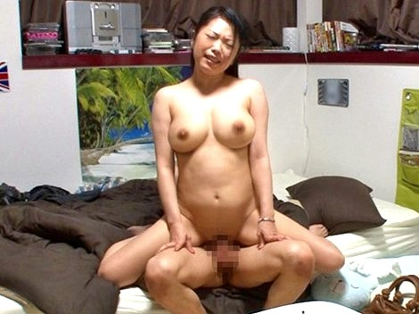 ▼▼盗撮▼▼奥さまNTR中出し♥久美さん(37)をヤリ部屋に連れ込み口説いてSEX‼