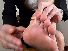 【足のにおい】 ホテル受付・足汗の粉
