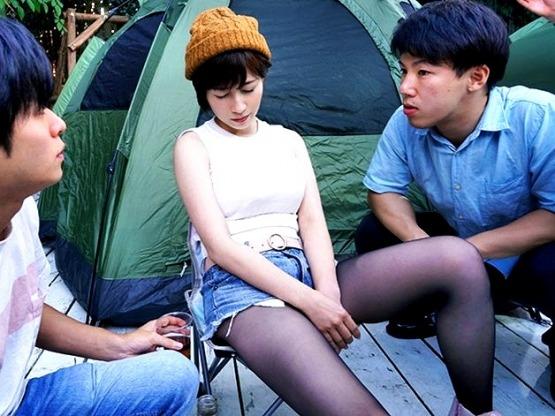 〔NTR〕鬱勃起ドラマ‼「ちょっとテントの中で横になろうか❓」酔っ払ってヘロヘロの爆乳オッパイ人妻を犯す鬼畜社員たち❗