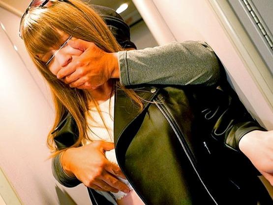 [鬼畜]NTRレ○プ‼『金髪LA娘を彼氏の前でイカセまくれ❗』高度3万フィート上空の大型旅客機で行われた衝撃犯行❗
