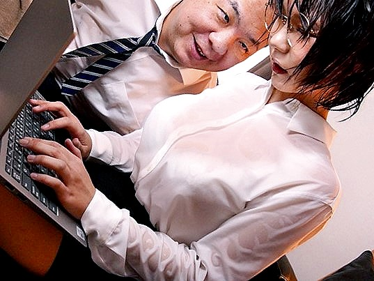 ●無料動画○雨宿り先のホテルで大嫌いなキモ上司に犯されてしまったデカパイOL▲無料動画△