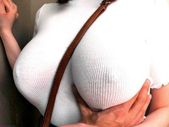 [痴女]爆乳パイスラ美女に遭遇‼『こんなの我慢できねー❗』ピタピタニットで無自覚に乳首ポッチ誘惑するJカップおっぱい娘を襲う♥